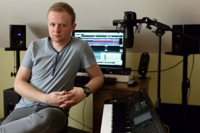 Krzysztof Kowal (rocznik '94) - kompozytor i dźwiękowiec. Absolwent Akademii Filmu i Telewizji w Warszawie. Jest miłośnikiem gier akcji, a w szczególności serii Mass Effect